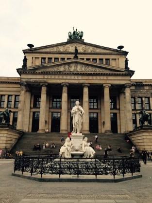 Das Schillerdenkmal auf dem Gendarmenmarkt.