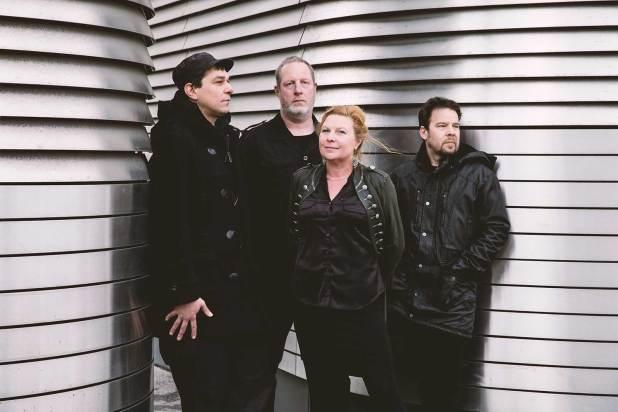 Stringulatur: Annett Thoms – Gesang, Hannes Höttl – Gitarre, Oliver Schrammel – Bass, Simon Reinthaler – Schlagzeug/ Percussion