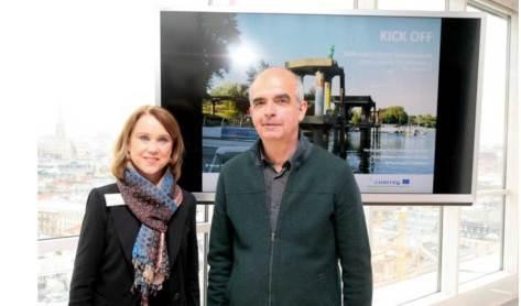 Petra Olschovsk, Staatssekretärin Ministerium für Wissenschaft, Forschung und Kunst Baden-Württenberg und Martin Sturm vom Offenes Kulturhaus in Linz
