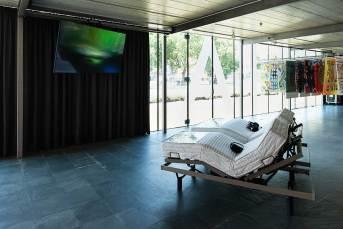 Installationsansicht: Work it, feel it!, Kunsthalle Wien 2017, Foto: Jorit Aust: Danilo Correale, No More Sleep No More, 2014/16, Courtesy der Künstler und Galerie Raucci/Santamaria, Neapel/Mailand