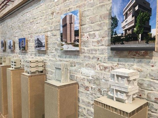 Ausstellungsansicht mit Beton-Miniaturen