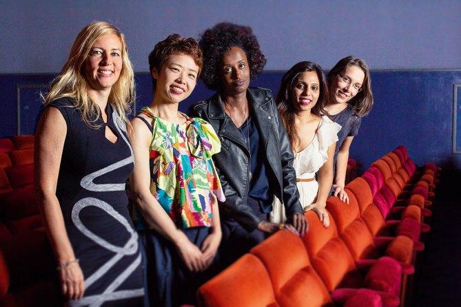 Regisseurin Barbara Miller mit den Protagonistinnen Rokudenashiko, Leyla Hussein, Vithika Yadav und Doris Wagner (von links nach rechts)© Filmladen Filmverleih