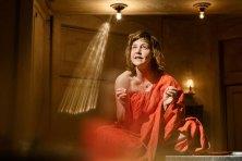 Schauspielerin Katharina Knap führt als Geschichtenerzählerin durch den Abend © Marcel Köhler