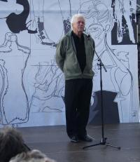 Toralv Maurstad på scenen i Kulturhaven