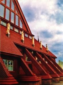 """Kiruna kyrka utsågs under Arkitekturåret 2001 i """"alla tiders bästa byggnad"""" i kategorin """"byggd efter 1950"""". Kanske en bild på denna kan lyckas ta sig till final? Foto: Clara Nyström"""