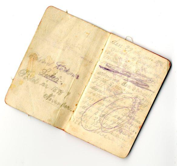 Dagbok, Rickard Röckner, 1915: Rickard Röckner, född 1898 i Luleå, gick i sin tidiga ungdom till sjöss och reste vida omkring. I denna lilla dagbok, påbörjad år 1915, berättar Rickard om sin mönstring som mässpojke vid ångaren Nyland och sina vidare äventyr. Luleå var ju sjöstad, vilket märks även i släkten Röckner. © Norrbottens museum