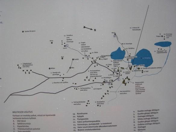 Detta fotografi på en av informationsskyltarna visar en karta över Nautanen, men inte vårt utredningsområde som låg södöst om detta område, och ansluter till vägen i bildens nedre vänstra hörn. Foto: Olof Östlund