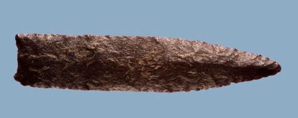 Är denna spets av kvartsit tillverkad enbart för att vara funktionell? ©Norrbottens museum. Foto Staffan Nygren