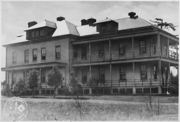 post_hospital_fort_stevens_oregon_before_new_wing_added_in_1941-_-_nara_-_299665
