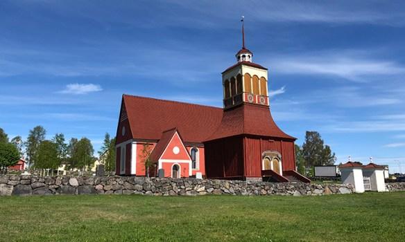 Kalix kyrka_sommar_Foto Nils Harnesk