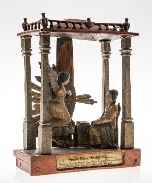 Skulptur av snidat trä