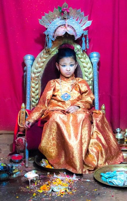Кумари в зале, где она принимает посетителей. Фото: humanium.org