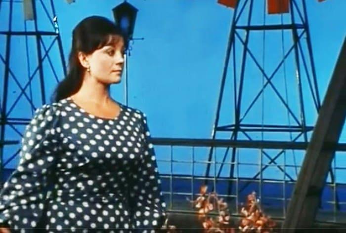 Татьяна Егорова в спектакле *Проснись и пой*, 1974 | Фото: kino-teatr.ru