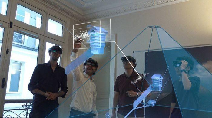 Ученые у модели Великой пирамиды. / Фото: www.fishki.net