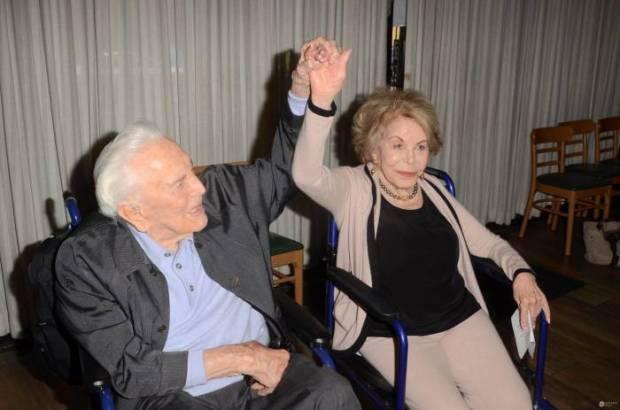 Кирк Дуглас и Энн Байденс. / Фото: www.jastrzabpost.pl