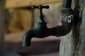 Ein Wasserhahn im Kolonat Meyer, Haupthaus, im Museumsdorf Cloppenburg. Foto: Wera Wecker