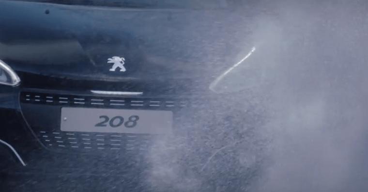 プジョー208ブラックエディションの映像公開。北ウェールズを走る黒のプジョー。