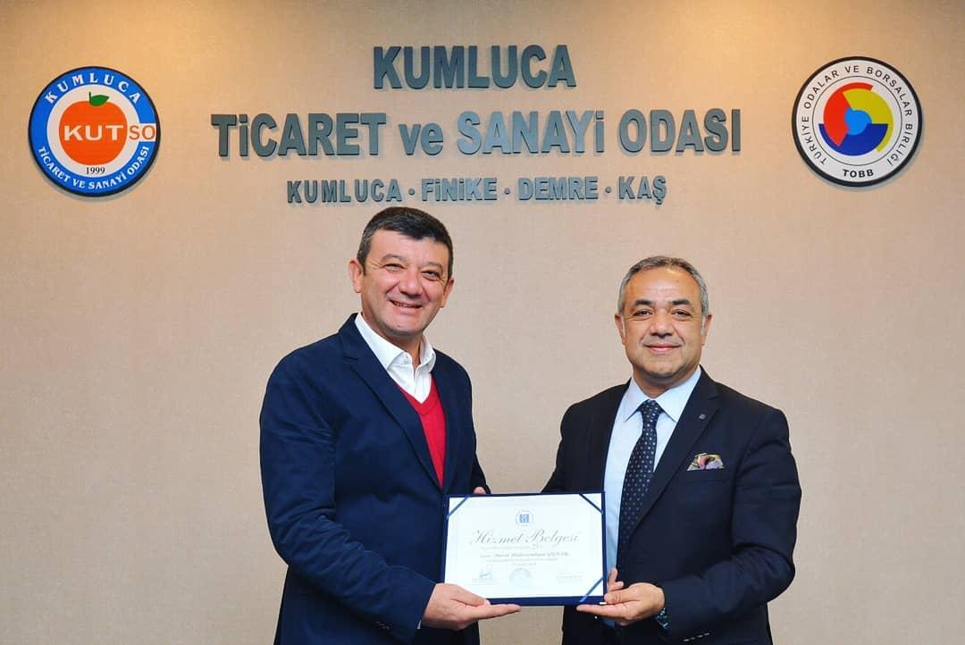 İMO Antalya Şubesinden Başkan Günay'a plaket.