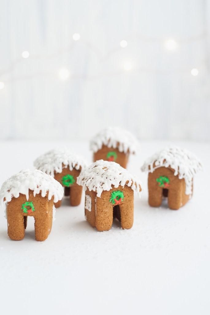 grain-free gingerbread house mug toppers | kumquatblog.com @kumquatblog