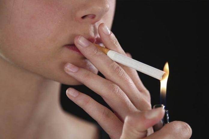 Женщины ошибаются! Сигареты не делают их стройными!