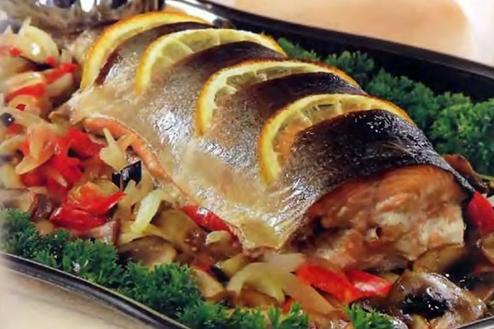 Рыба на овощной «подушке»