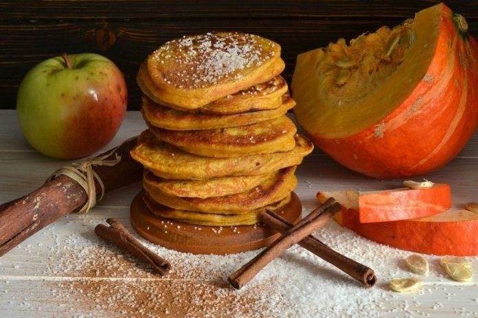 тыквенные оладьи с яблоками