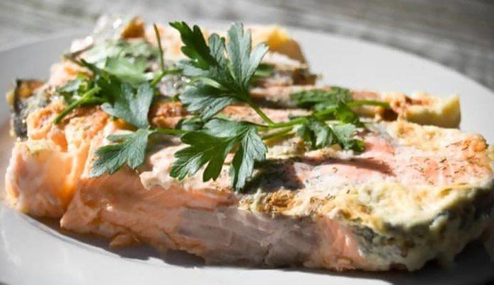 Пряный лосось, запеченный в фольге