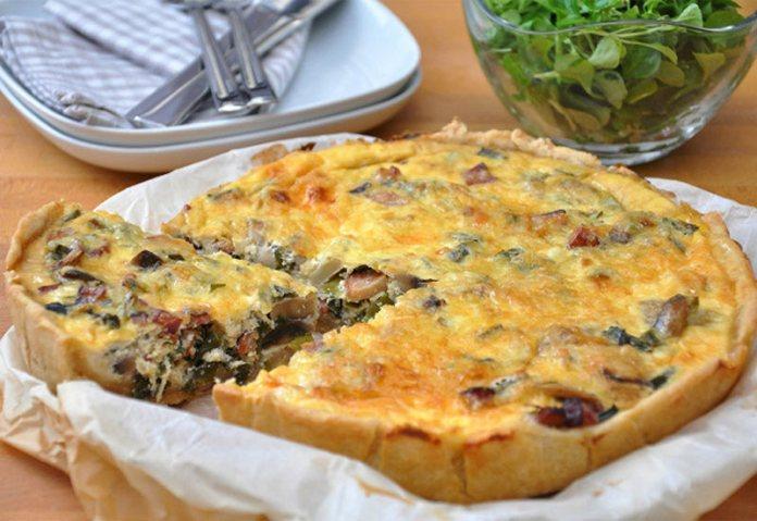 Грибной пирог с сыром и сметаной