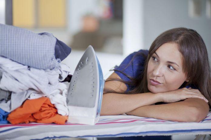 разгладить одежду без утюга