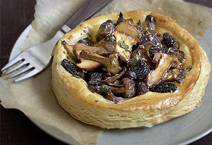Тарталетки с грибами и луком