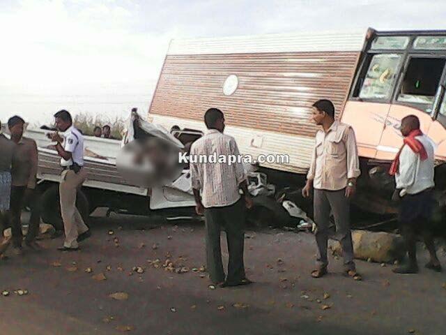 accident Mahendra Boleo and insulator lorry at hemmady (4)