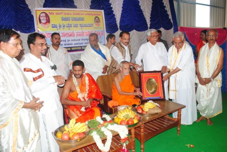News_Pejavara shree honor at Kumbashi9