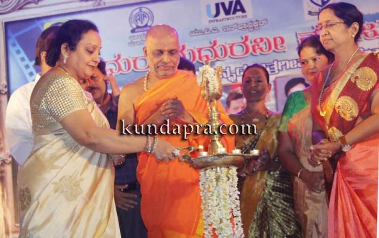 Madhura Madhuravi manjula Gana at Uva meridian koteshwara kundapura (3)