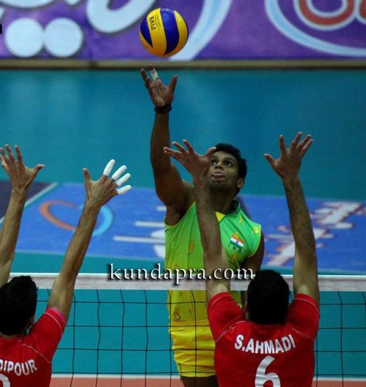 volleyball-player-anup-dcosta-got-state-ekalavya-award-2015-3