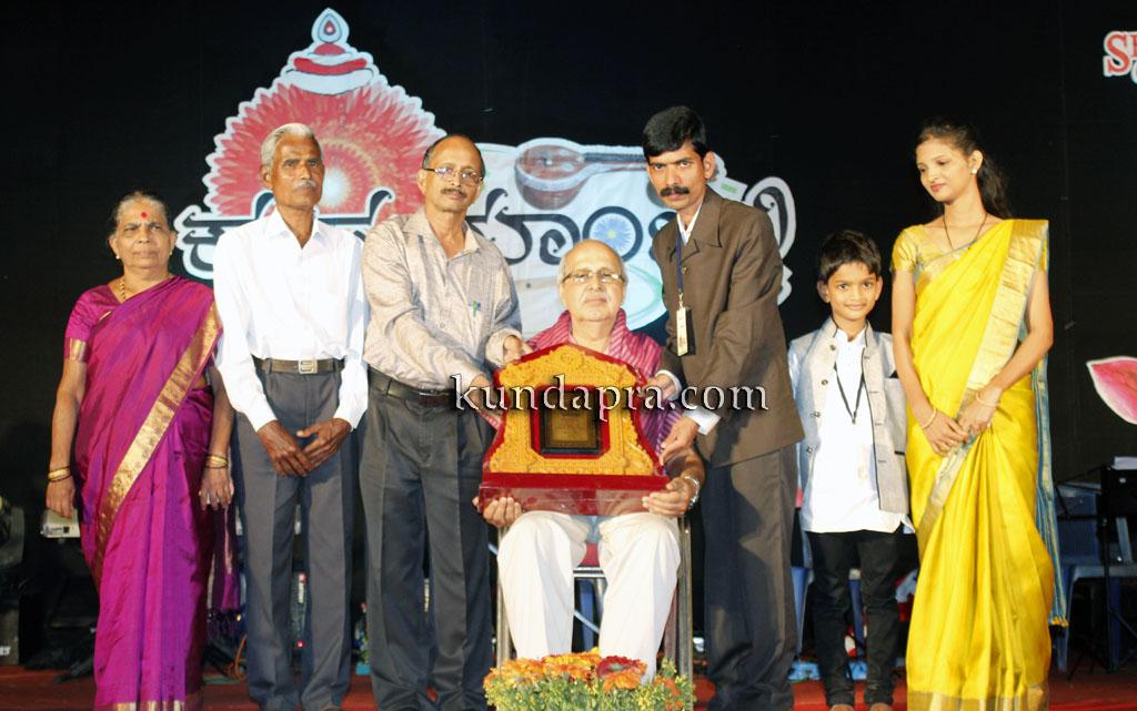 kusumanjali-2016-shri-padre-vasantha-kumar-perla-nalinkumar-shetty-nagoor-1