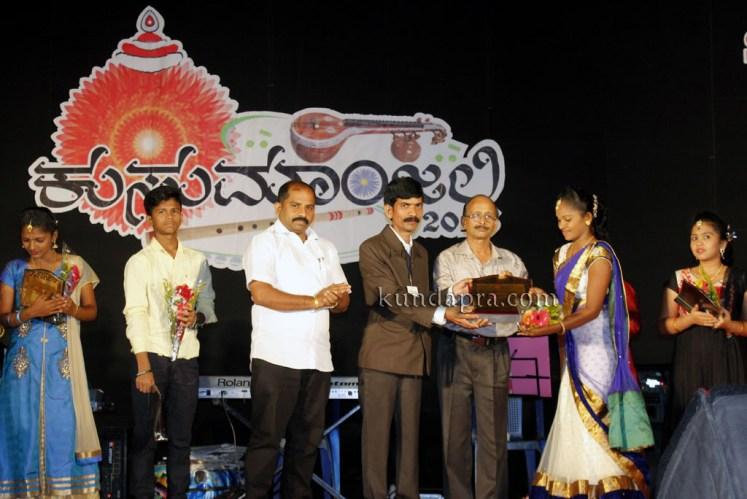 kusumanjali-2016-shri-padre-vasantha-kumar-perla-nalinkumar-shetty-nagoor-10