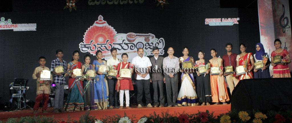 kusumanjali-2016-shri-padre-vasantha-kumar-perla-nalinkumar-shetty-nagoor-11