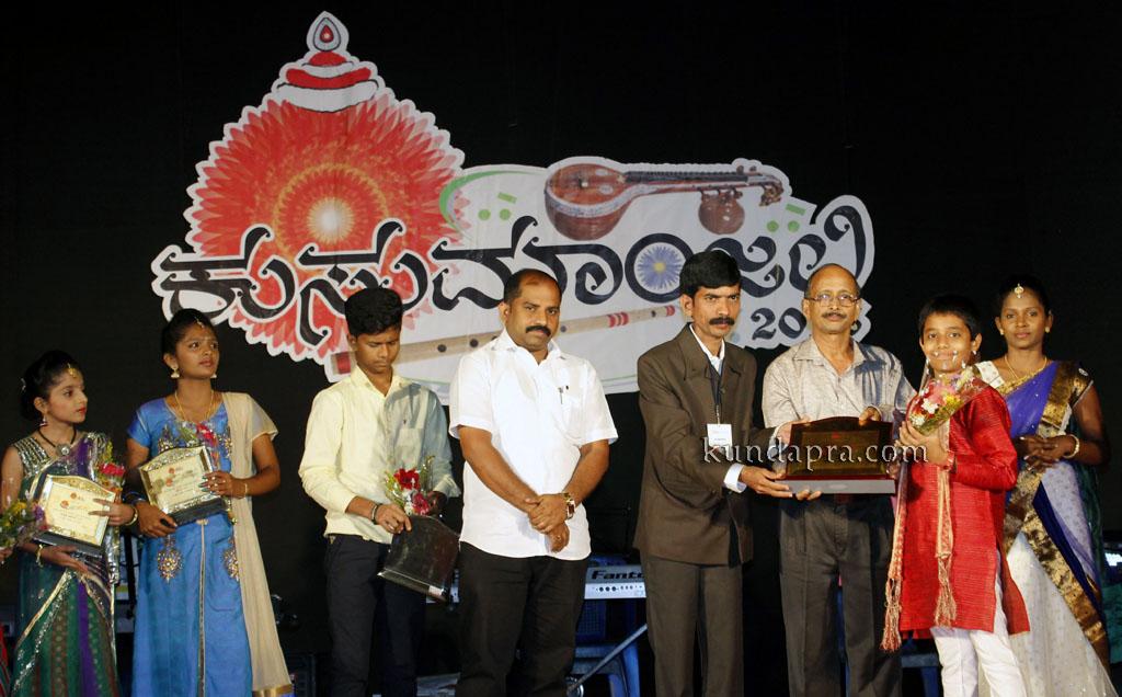kusumanjali-2016-shri-padre-vasantha-kumar-perla-nalinkumar-shetty-nagoor-9
