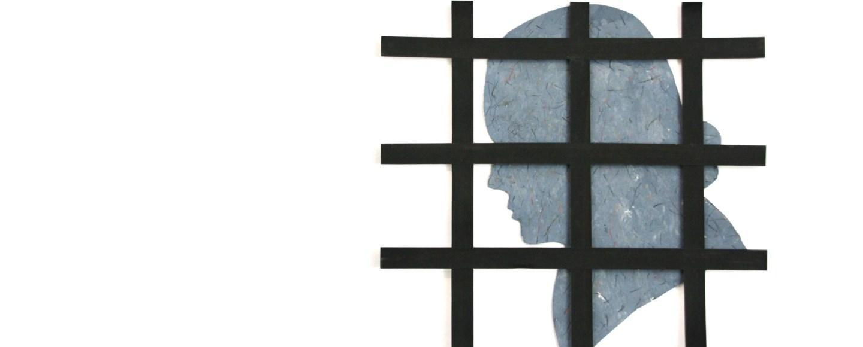 Scherenschnitt aus Papierguss von Hölderlins Profil hinter Eisengitter