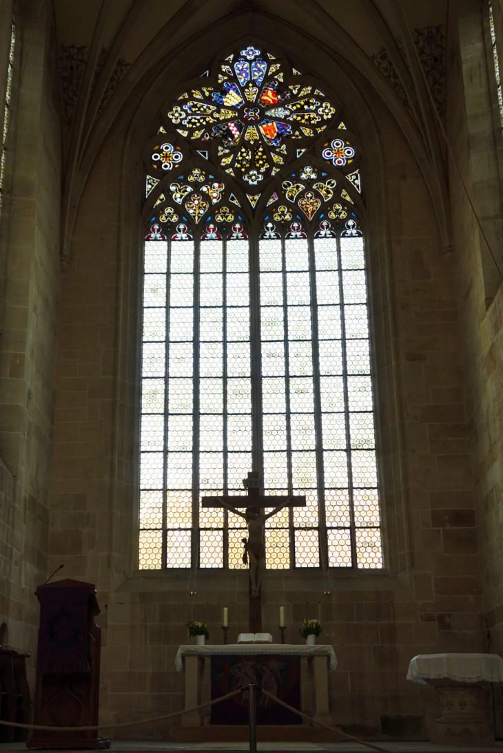 Das große Maßwerkfenster im Chor der Kirche verstieß gegen die ursprünglich strengen Ordensregeln der Zisterzienser. ©Foto: Maik Hanicz.