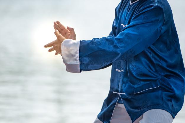 Enderezar la espalda y levantando el espíritu con TAI CHI