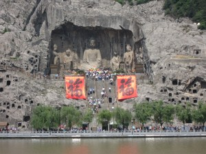 china-luoyang-longmen-monument-b