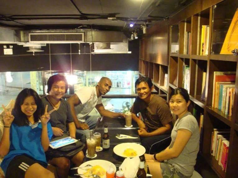 Panna Rittikrai Marrese, Cha and friends share dinner