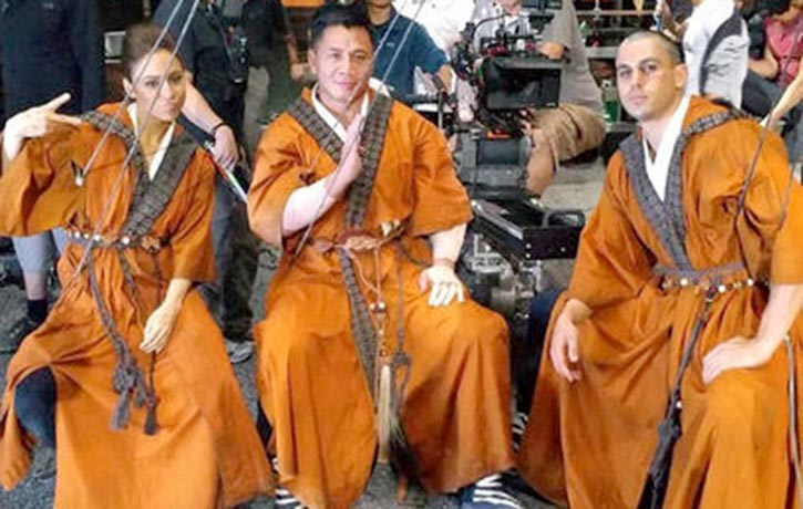 Cung chilling with his co-stars on the set of Into the Badlands
