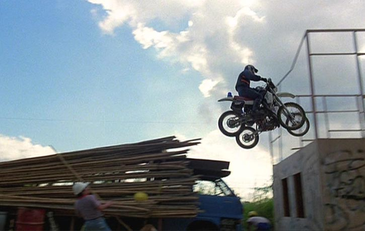 Evel Knievel would be proud of this stunt