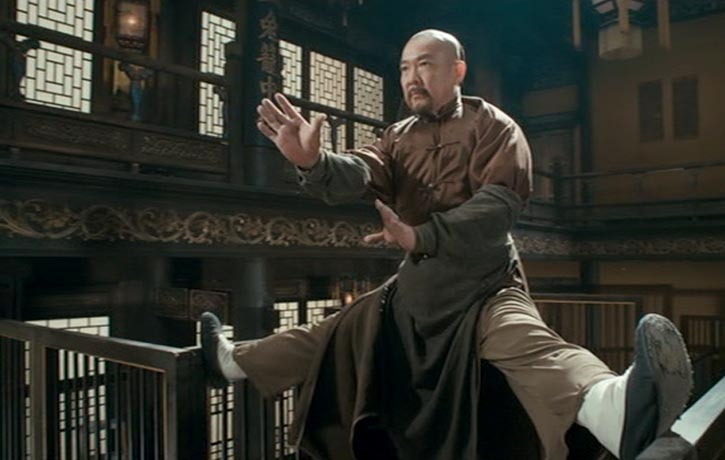Master Li (Uncle Biao) maintains his balance