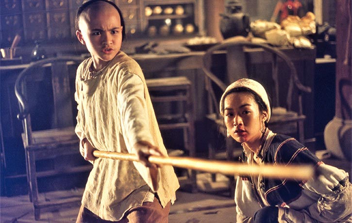Wong Fei Hung uses a long pole against the henchmen