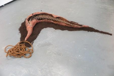 Hans Wilemse - sculptuur - touw, aarde, papier mache