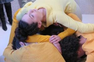 Performance van Cindy Moorman tijdens opening Positions
