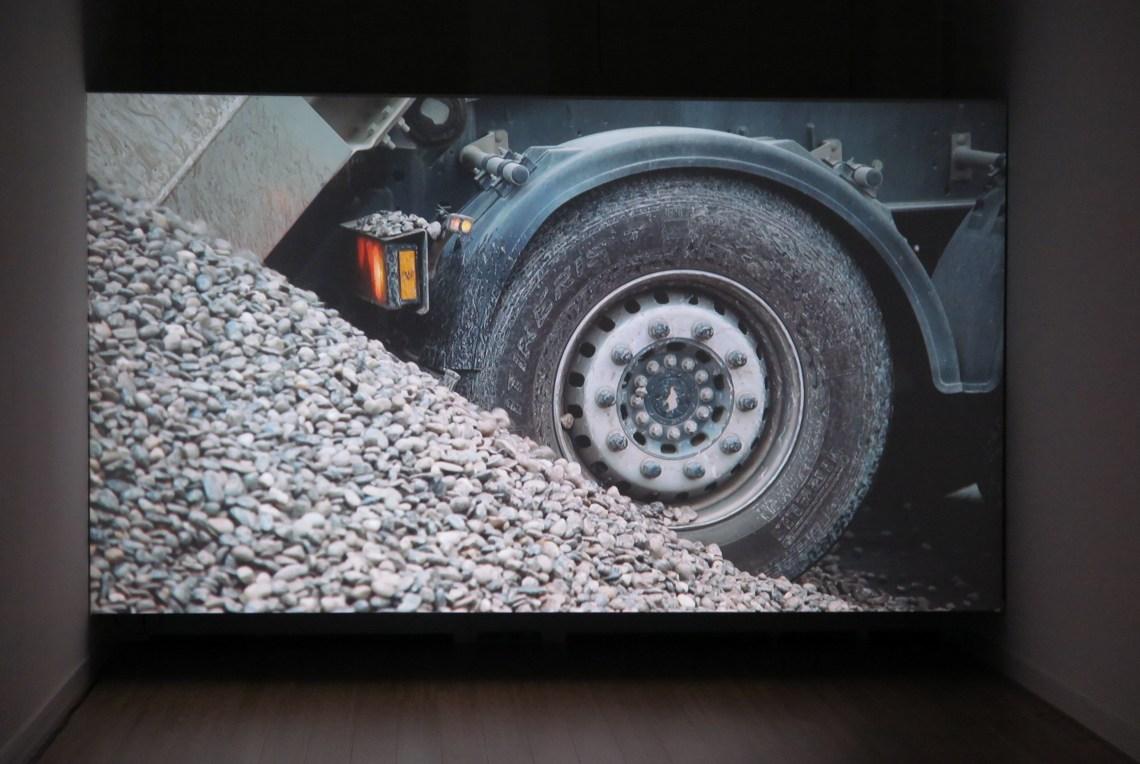 lara-almarcegui-gravel_ellen-de-bruijne-projects_4069C